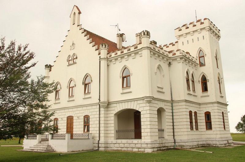 Dvorac Kapetanovo 1а - banatur.com