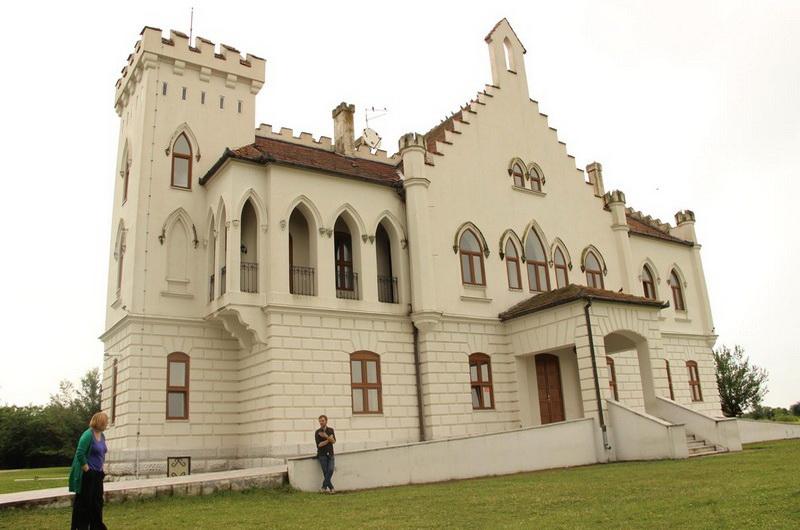 Dvorac Kapetanovo 2а - banatur.com